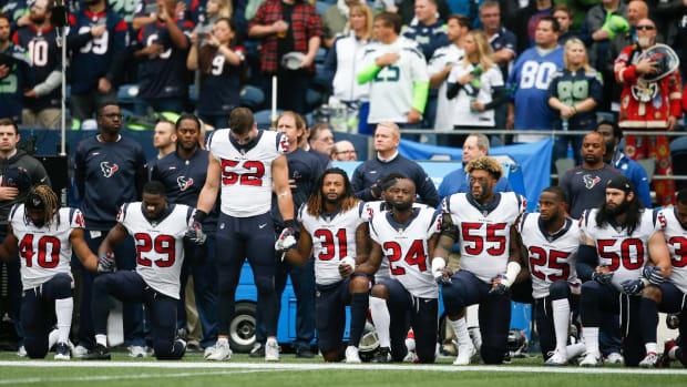 Most Texans Players Kneel, Link Arms During National Anthem After Owner's 'Inmates' Comment - IMAGE