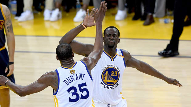 kevin-durant-draymond-green-text-warriors.jpg
