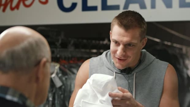 Jeffrey Tambor and Rob Gronkowski dry cleaning run-in - IMAGE