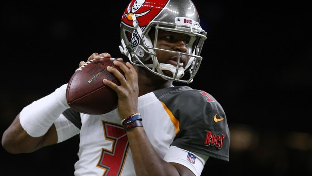 Buccaneers Shutting Down Jameis Winston for 'At Least Two Weeks' With Shoulder Injury