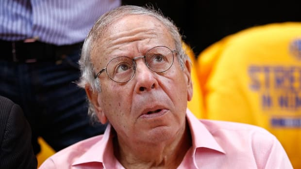 NBA to probe Rockets owner leaving seat to yell at ref - IMAGE