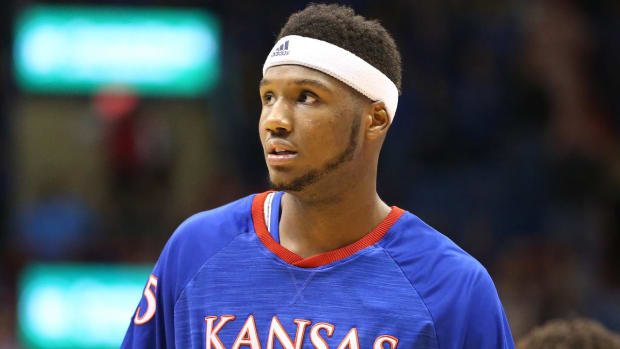 Former five-star recruit Carlton Bragg will transfer from Kansas - IMAGE