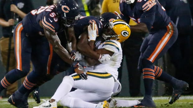 Packers' Davante Adams Taken Off the Field on a Stretcher - IMAGE