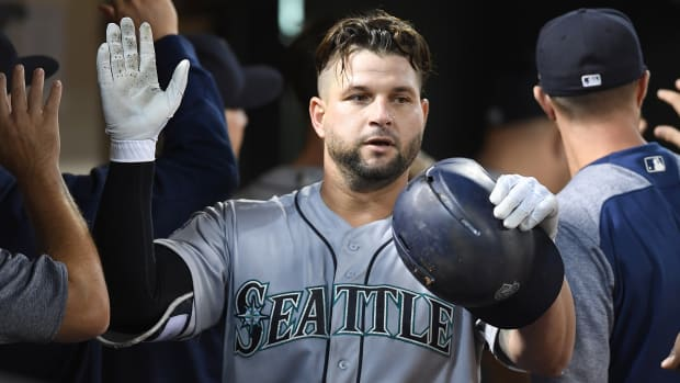 yonder-alonso-free-agent-contract-indians-two-years.jpg