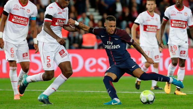 Neymar Records Two Goals, Two Assists in PSG Home Debut - IMAGE