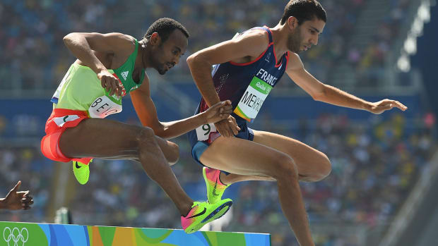 ethiopian-runner-punches-coach-world-championships.jpg