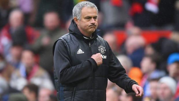 jose-mourinho-crest-manchester-united.jpg