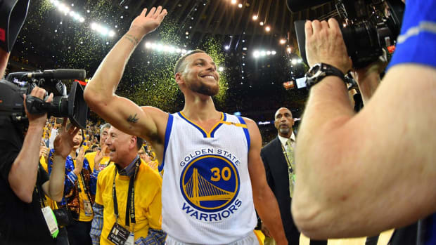 Report: Warriors will sign Stephen Curry to five-year, $201 million max contract IMAGE