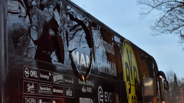 Borussia Dortmund soccer team bus hit by explosions in Germany - IMAGE