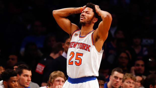 Derrick Rose to miss remainder of season with torn meniscus - IMAGE