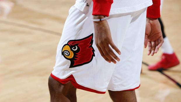 louisville-basketball-half-court-shot-student-prize-money.jpg