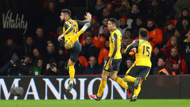giroud-celebrate-scorpion-kick.jpg