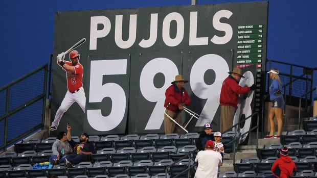 Angels' Albert Pujols nears historic home run mark - IMAGE