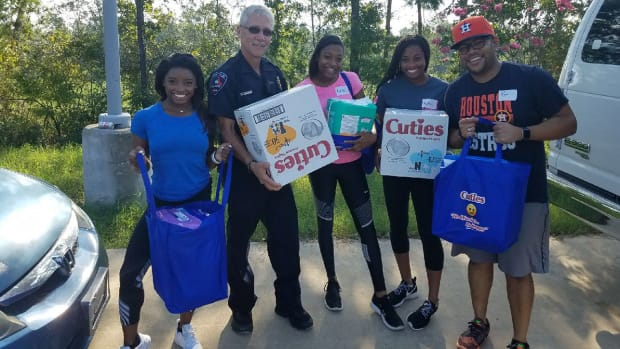 simone-biles-houston-hurricane-harvey-relief.jpg