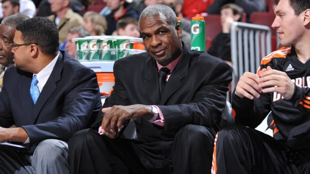 Charles Oakley banned indefinitely from Madison Square Garden--IMAGE