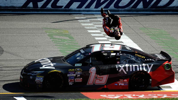 Report: NASCAR driver Carl Edwards expected to retire   IMAGE