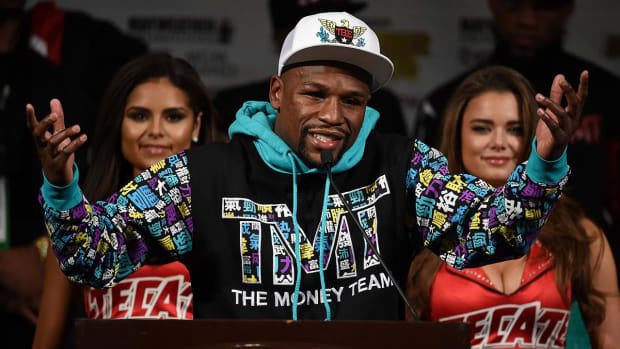 IRS says Floyd Mayweather owes $22.2 million on 2015 taxes - IMAGE
