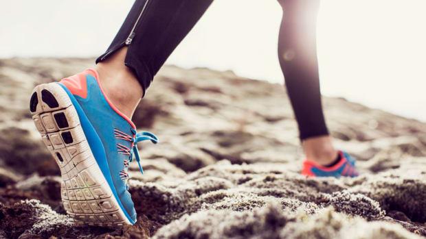 sneakers-running-knees.jpg