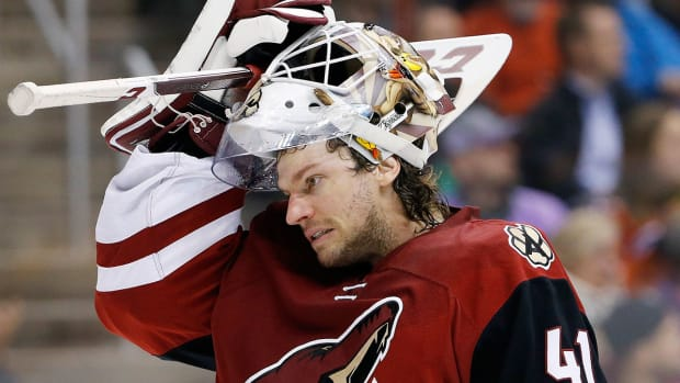 mike-smith-coyotes-nhl-1300.jpg