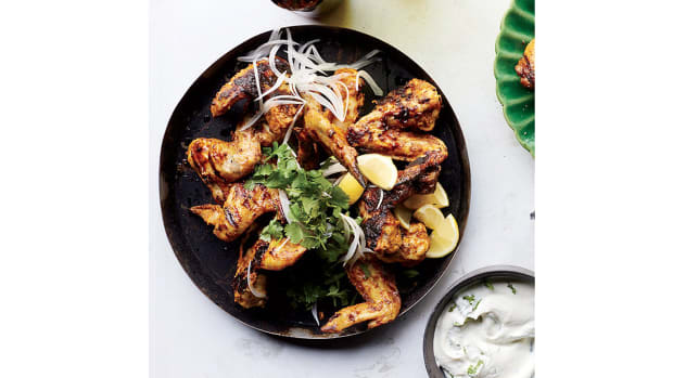 super-bowl-recipes-tandoori-chicken-wings-with-yogurt-sauce.jpg