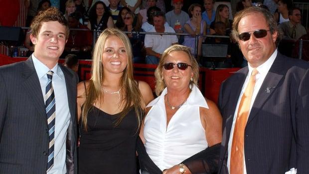 Wife of ESPN sportscaster Chris Berman dies in car accident - IMAGE
