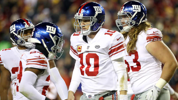eli-manning-benched-new-york-giants.jpg