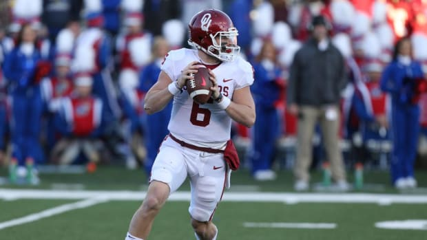 Oklahoma QB Baker Mayfield Apologizes for Inappropriate Gesture Towards Kansas Sideline - IMAGE