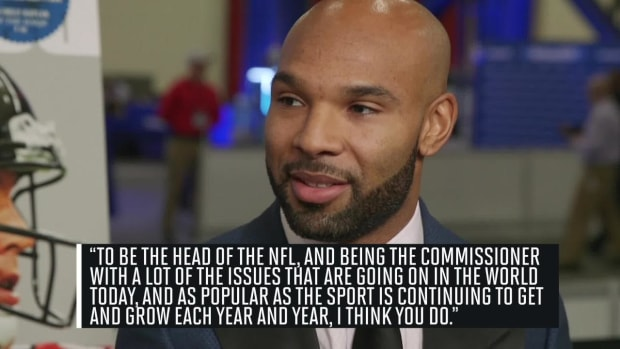 Matt Forte thinks Roger Goodell should comment on social issues--IMAGE