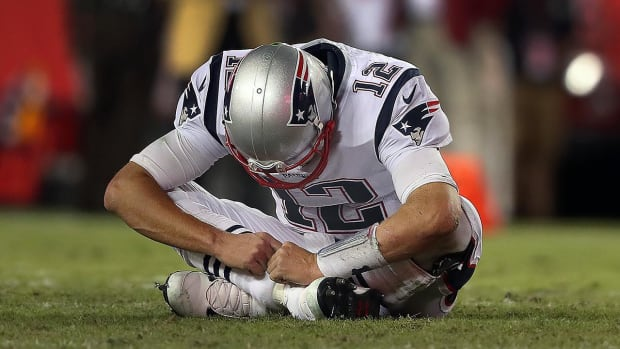 How Much of an Issue is Tom Brady's Shoulder Injury? - IMAGE