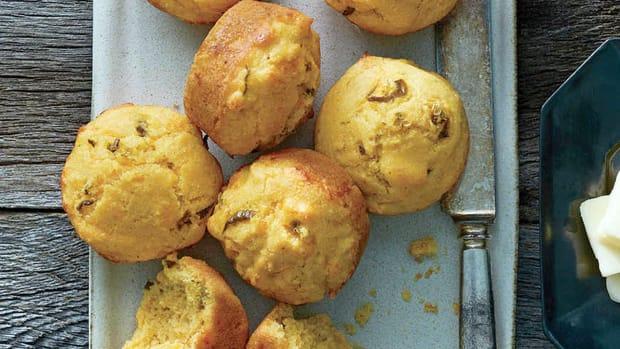 super-bowl-recipes-cheesy-jalapeno-sour-cream-corn-muffins.jpg