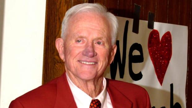 Legendary Arkansas Coach, Athletic Director Frank Broyles Dies - IMAGE