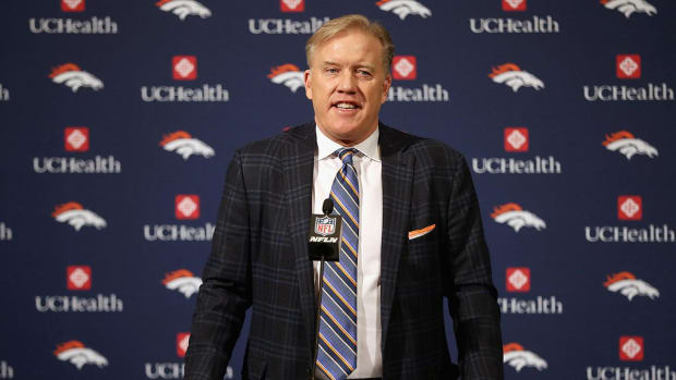 John Elway Agrees to 5-Year Contract With Broncos - IMAGE