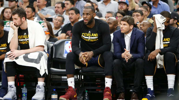 LeBron James says he's 'fine' after taking elbow to neck - IMAGE