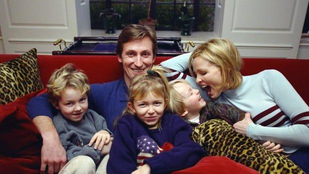 1997-Wayne-Gretzky-Janet-Jones-Trevor-Paulina-Ty.jpg