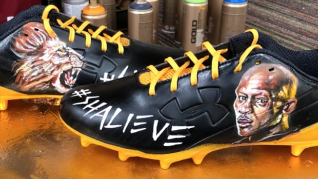 Steelers to Wear Cleats Honoring Ryan Shazier on Sunday--IMAGE
