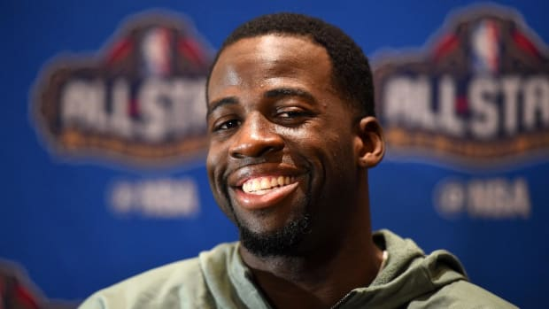 Draymond Green defends Kyrie Irving on his flat Earth opinion--IMAGE
