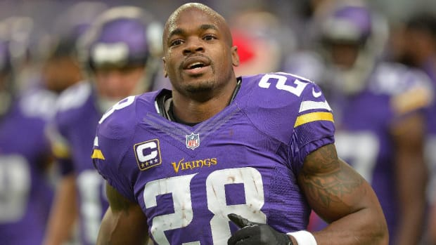 Adrian Peterson says he is signing with Saints --IMAGE
