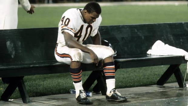 Pro Football Hall of Famer Gale Sayers battling dementia - IMAGE
