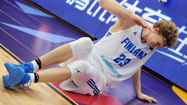 Bulls rookie Lauri Markkanen injured in Eurobasket - IMAGE