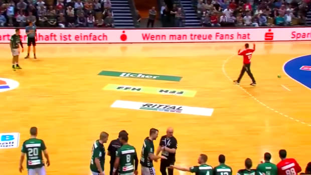 handball-benjamin-buric-own-goal-video.png