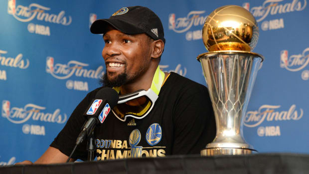 kevin-durant-warriors-contract-option-free-agency-re-sign.jpg