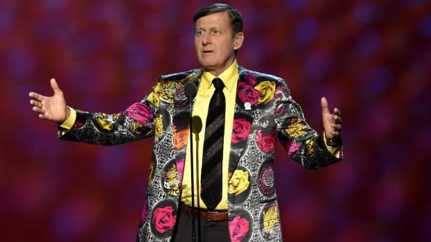 Craig Sager receives posthumous Sports Emmy award IMAGE
