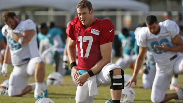 Report: Dolphins' Ryan Tannehill Has No Structural Damage in Knee - IMAGE