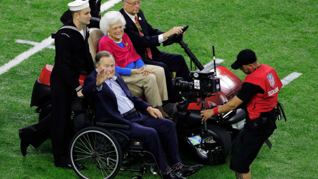 super-bowl-george-hw-bush-ovation-video.jpg