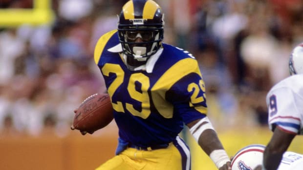 Rams Sign Hall of Famer Eric Dickerson to One-Day Contract to Retire as a Ram - IMAGE