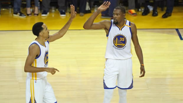 Golden State Warriors take Game 1 of NBA Finals, dominate Cleveland Cavaliers IMAGE