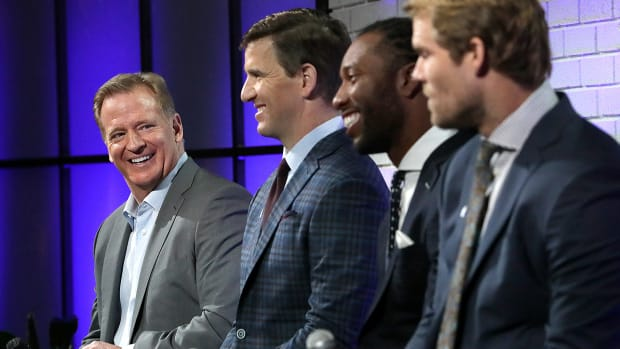 mmqb-goodell-players-smile.jpg