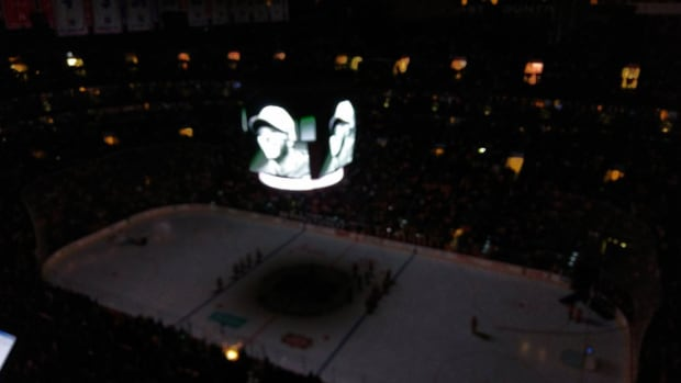 flyers-moment-of-silence-for-roy-halladay.jpg
