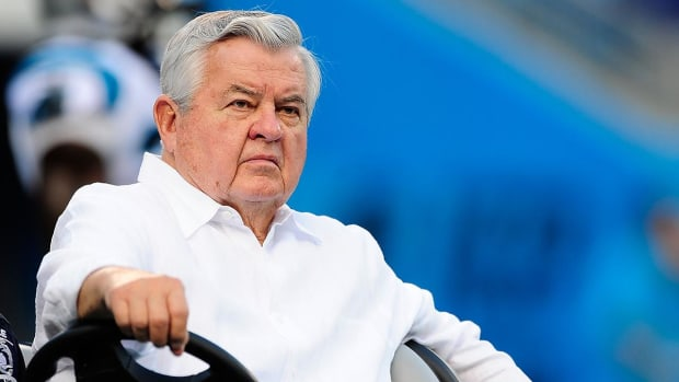 Panthers Had A Reputation Of A 'Mom-And-Pop Shop With Owner Jerry Richardson As King' - IMAGE