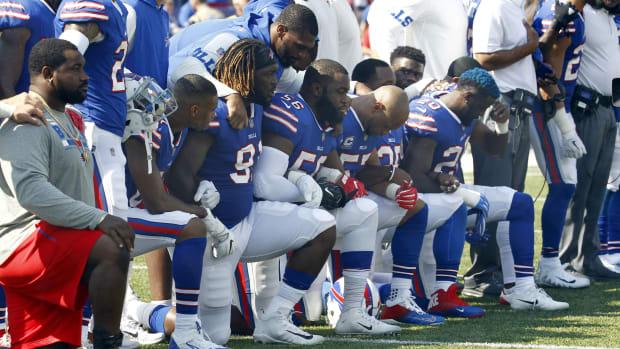 bills-players-kneel.jpg
